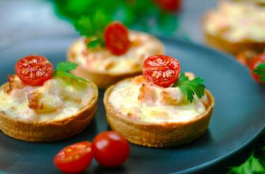 Tartlets with salmon and cream-cheese