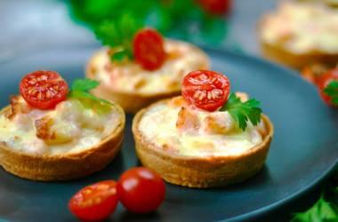 Тарталетки с лососем и сливочным сыром
