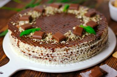 Wafer cake with chocolate  and nuts