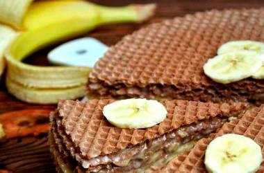 Вафельный торт с бананом