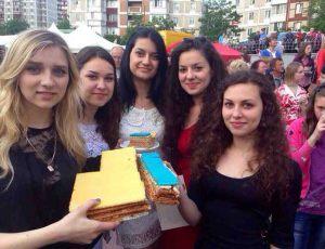 09-samii_bolshoi_tort_v_ukraine_ot_lekorna