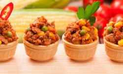 Wafer basket with mince meat and vegetables
