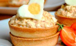 Tartlet with tuna