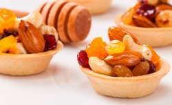 Crusty Tartlet with nuts and peel
