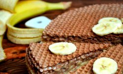Wafer cake with banana