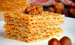 Wafer cake with nuts