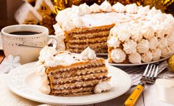 Wafer cake with meringue