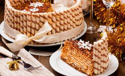 Wafer cake with sweet tubules